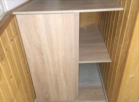 Небольшой шкаф с дверцами-купе на балконе
