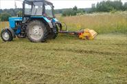 Покос травы трактором под