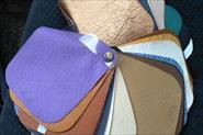 Образцы материалов для обивки и перетяжки дверей.