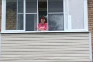 П образный алюминевый  балкон с сайдингом и обшивкой